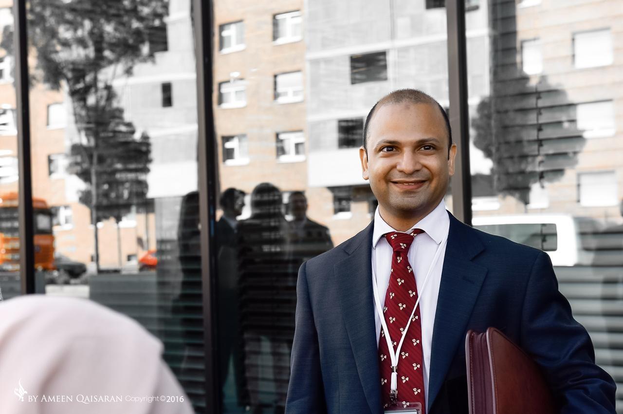 Dr. Shadi Khawandanah