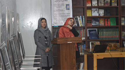 Afghan YSEL Alumna Yalda Mushref speaks before an audience at Kabul University on the artistic tradition of Tazhib and its historical significance in Afghanistan.