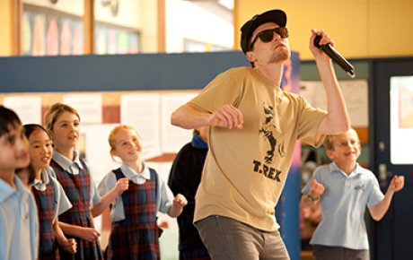 Tom McFadden engages students with hip hop science lessons during his Fulbright program in New Zealand.