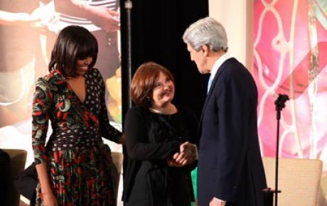Elena Milashina receiving the International Women of Courage Award from Secretary Kerry and First Lady Michelle Obama