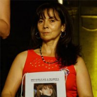International Woman of Courage Susana Trimarco de Veron holding a picture of a victim of human trafficking
