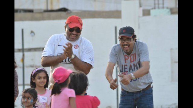 Proud papas cheer on their little girls at a GO GIRL Pakistan Daddy & Me clinic