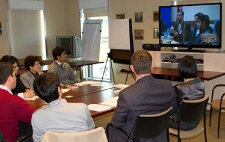 Tajik alumni share education-related best practices with their Afghan alumni peers.